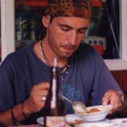 Kandy 1999. Alle prese con piatti cingalesi e ginger beer. In Sri Lanka per colpa di un albero di Tamarindo.