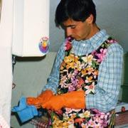 1990. Umili mansioni in cucina dopo una delle leggendarie amatriciane di Giovanni.
