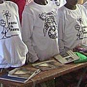 Magliette di chito tra i banchi della scuola agricola di Goundi, in Ciad.