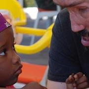 Agosto 2010. Incrocio di sguardi tra Denio e un piccolo pirata.