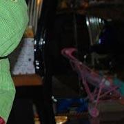 Dicembre 2011. Talkin' 'bout a Revolution. Una piccola Tracy Chapman in un concerto improvvisato a casa dei nonni.